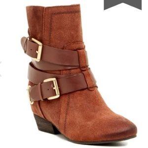 NWOT Naya suede/leather Fisher booties